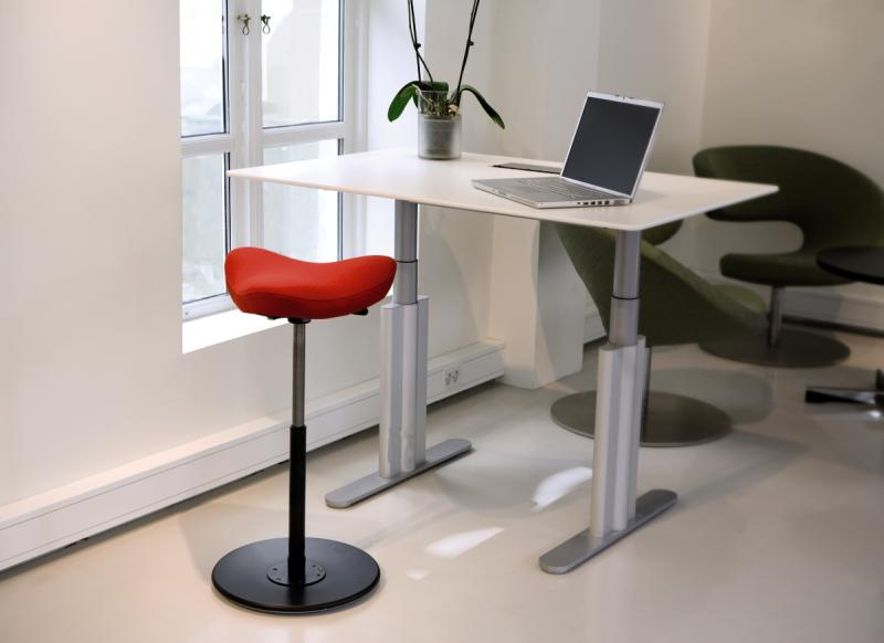 Ikea Skarsta Sit Stand Standing Desk Adjule Winch White And Ergocentric Saddle Stool